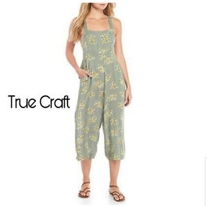 True Craft floral woven boho overall/romper.  Lrg